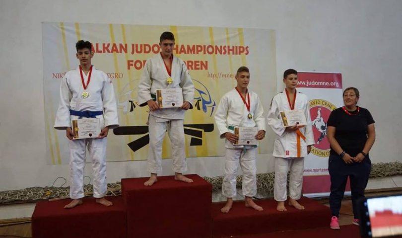 Χρυσό μετάλλιο για τον Κωστελίδη στο Βαλκανικό U15, χάλκινος ο Κοσμίδης