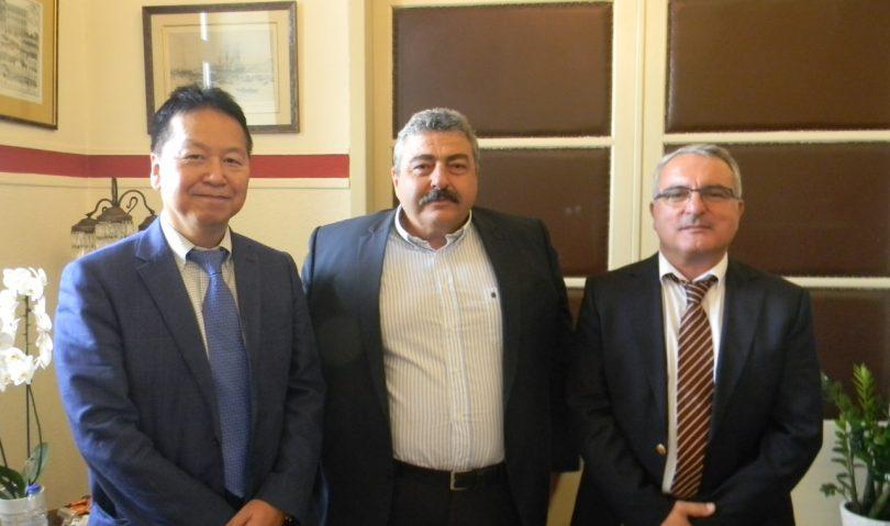 Συνάντηση του Αντιπεριφερειάρχη Χανίων με τον Πρέσβη της Ιαπωνίας στην Ελλάδα, παρουσία Θεοδωρογλάκη
